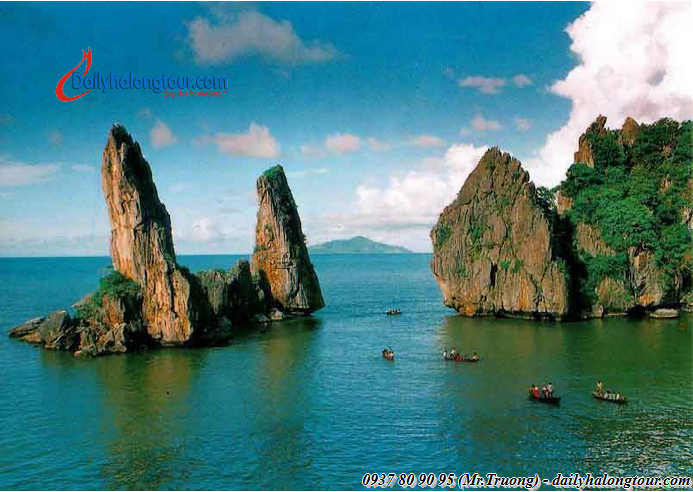 Ha Long Bay is blessed for so many attractive scenic
